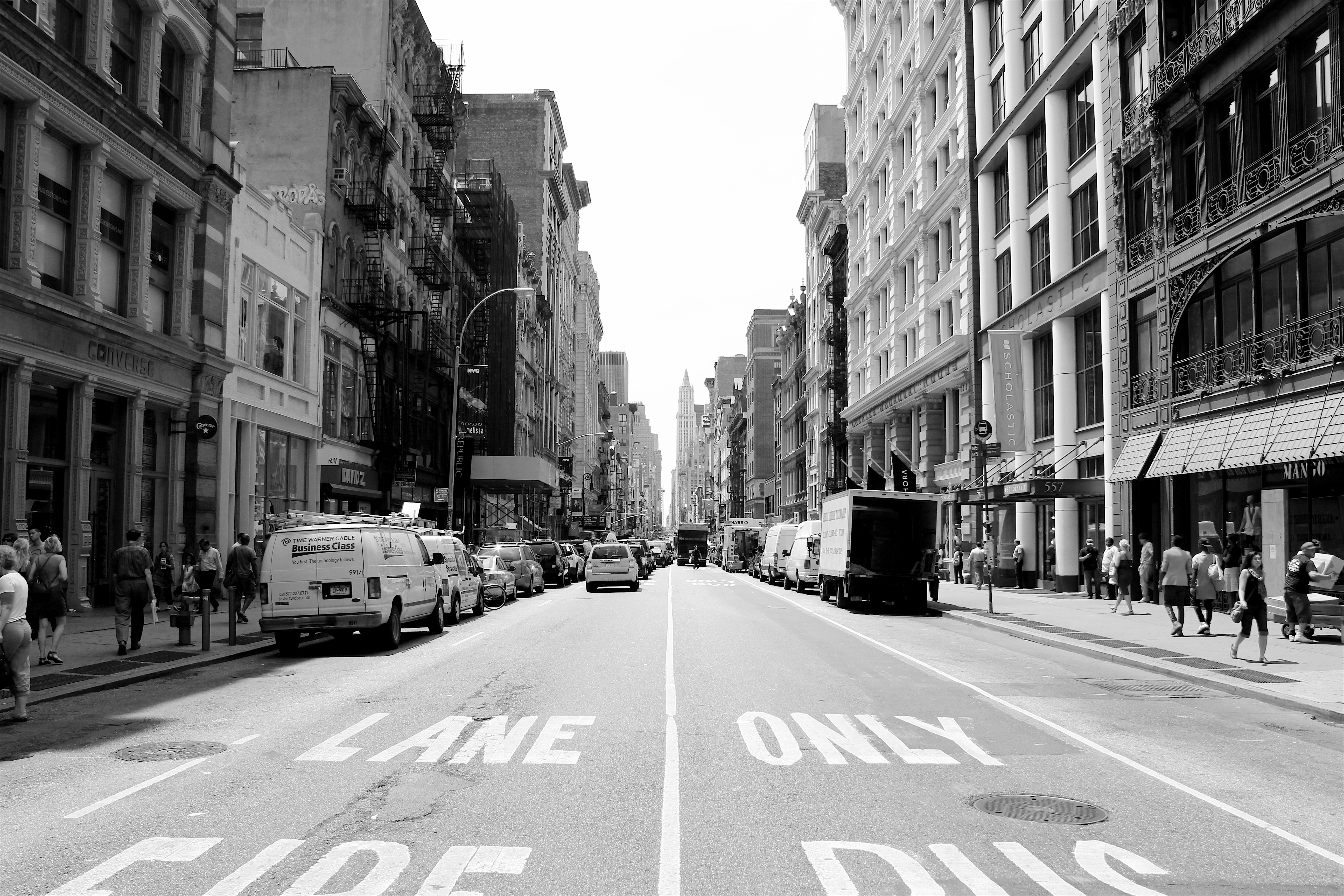 essay about new york Essay when you associate anything with new york city it is usually the extraordinary buildings that pierce the sky or the congested sidewalks with people.